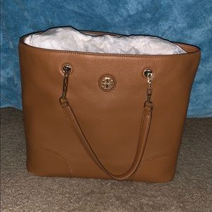 Handbags - Tory Burch whipstich logo tote Authentic